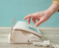 固定電話に通話録音機!振り込め詐欺予防や業務改善に効果的!